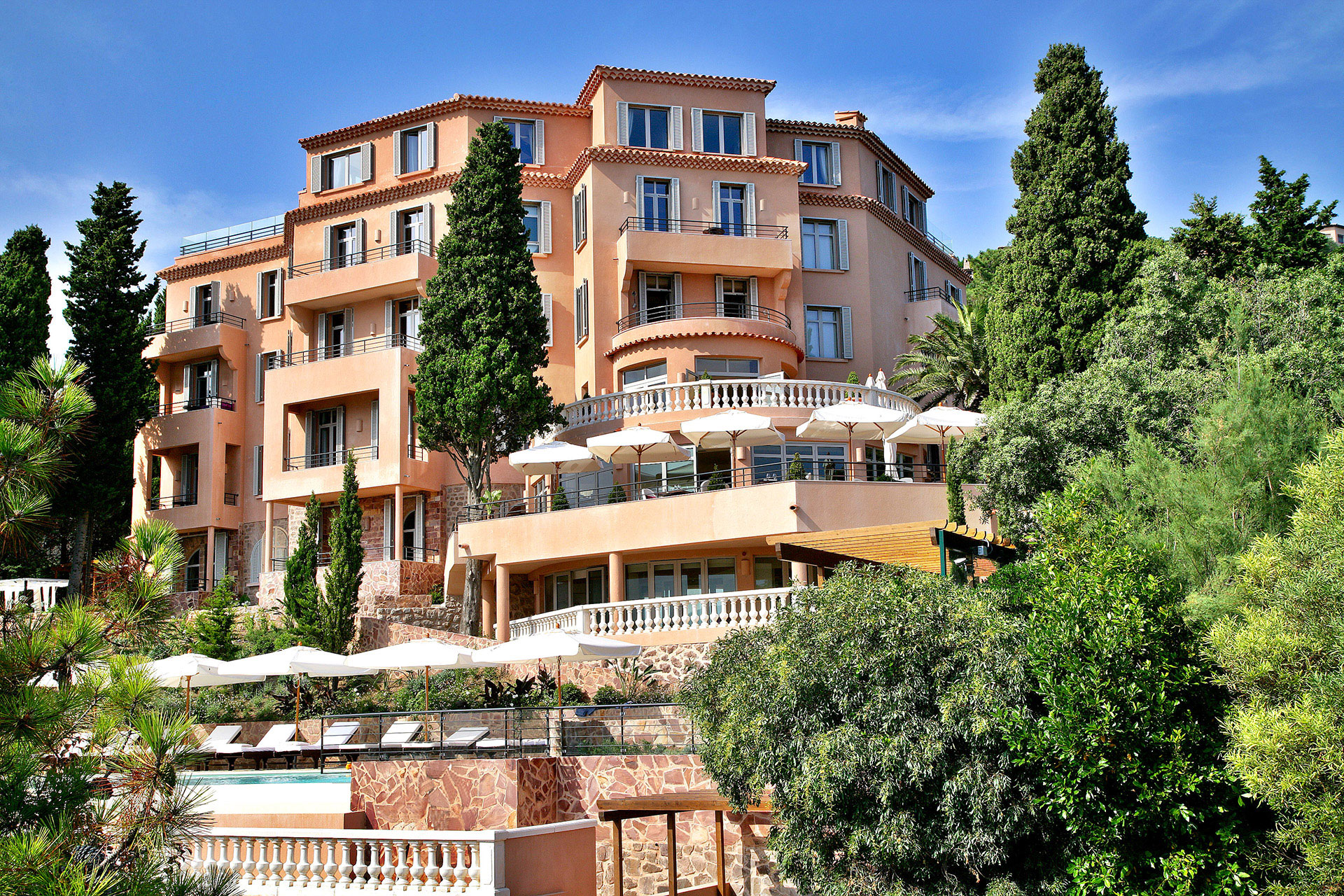 Tiara Yaktsa – Luxury hotel near Cannes